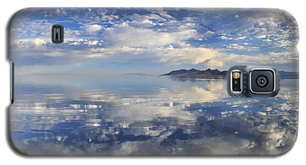 Galaxy S5 Case featuring the photograph Slow Ripples Over The Shallow Waters Of The Great Salt Lake by Sebastien Coursol