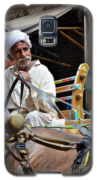 Smiling Man Drives Horse Carriage In Lahore Pakistan Galaxy S5 Case
