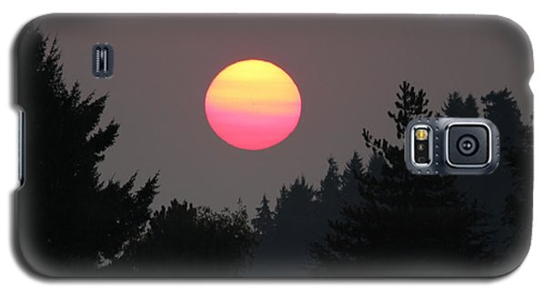 Galaxy S5 Case featuring the photograph Smokey Sunrise by E Faithe Lester