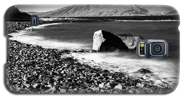 Smooth Water Rocky Beach And Mountains Galaxy S5 Case