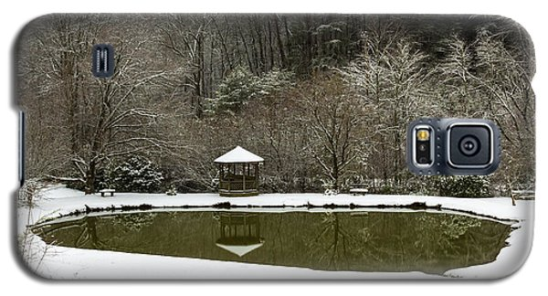 Snow At The Pond Galaxy S5 Case