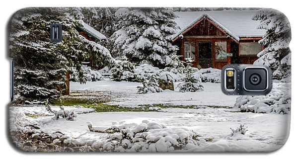 Snow Covered Cabin In The Woods Galaxy S5 Case