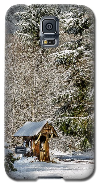 Snow Covered Rustic Shack Galaxy S5 Case