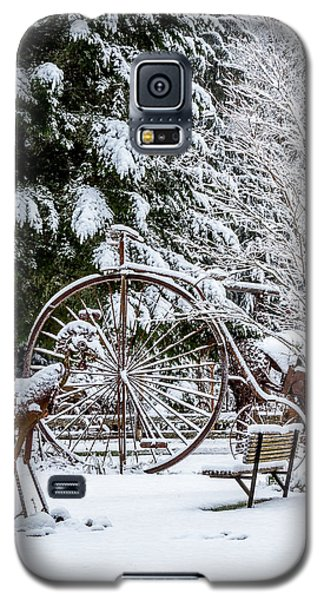 Snow Covered Vintage Iron Bicycle - Fabricated Art Galaxy S5 Case
