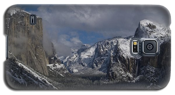 Snow Kissed Valley Galaxy S5 Case by Bill Gallagher