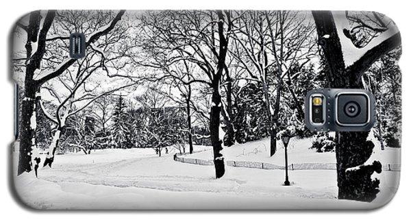 Snow Scene  Galaxy S5 Case by Madeline Ellis