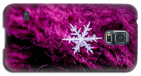 Snowflake On Magenta Galaxy S5 Case