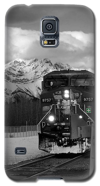 Snowy Engine Through The Rockies Galaxy S5 Case by Lisa Knechtel