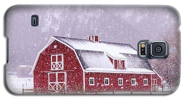 Snowy Red Barn Galaxy S5 Case