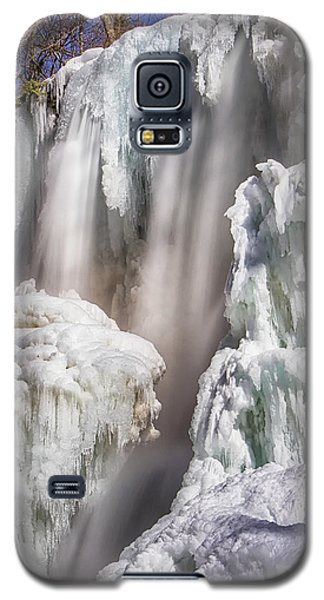 Galaxy S5 Case featuring the photograph Soft And Sharp by Alan Raasch
