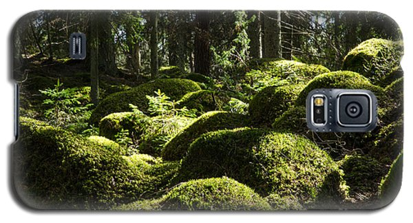 Galaxy S5 Case featuring the photograph Soft Mossy Rocks by Kennerth and Birgitta Kullman