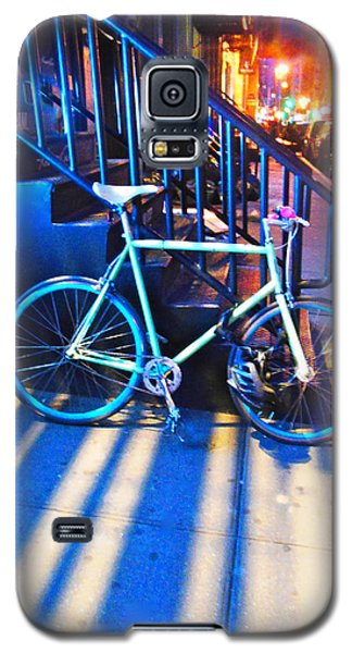 Galaxy S5 Case featuring the photograph Soho Bicycle  by Joan Reese
