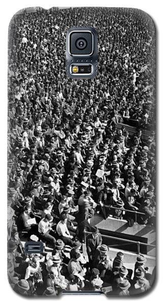 Baseball Fans At Yankee Stadium In New York   Galaxy S5 Case by Underwood Archives
