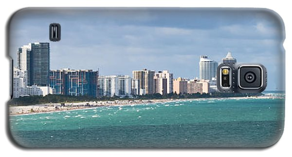 South Beach On A Summer Day Galaxy S5 Case by Ed Gleichman