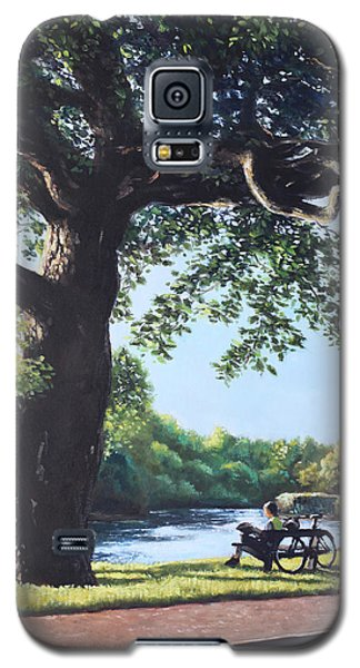 Southampton Riverside Park Oak Tree With Cyclist Galaxy S5 Case by Martin Davey