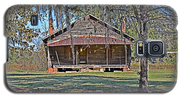 Galaxy S5 Case featuring the photograph Southern Cabin by Linda Brown