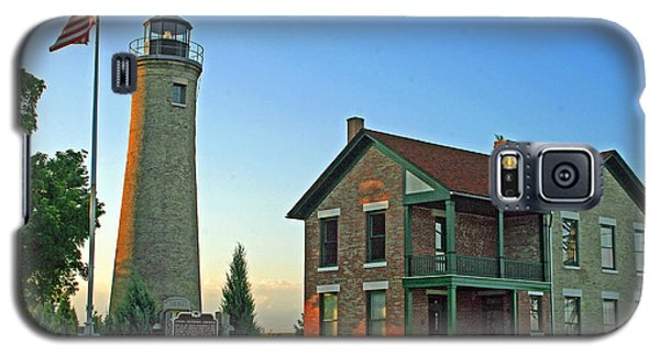 Galaxy S5 Case featuring the photograph Southport Lighthouse On Simmons Island by Kay Novy