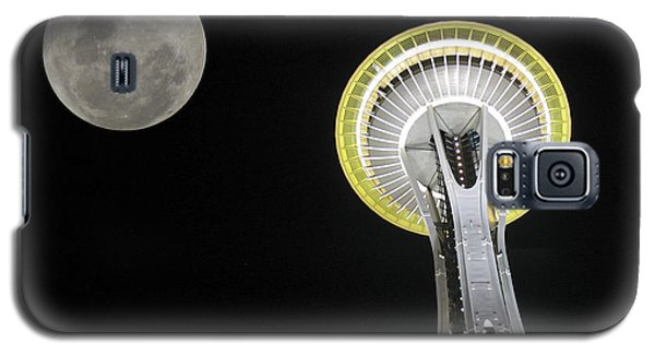Galaxy S5 Case featuring the photograph Space Needle by David Gleeson