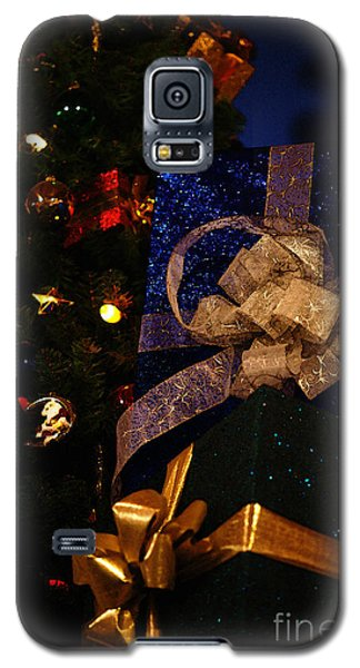 Galaxy S5 Case featuring the photograph Sparkle Ribbon And Bows by Linda Shafer