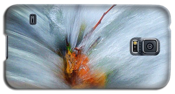 Galaxy S5 Case featuring the photograph Splash O Color by Thomas Bomstad
