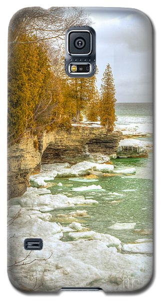 Galaxy S5 Case featuring the photograph Spring Breaking Through At Cave Point by Mark David Zahn