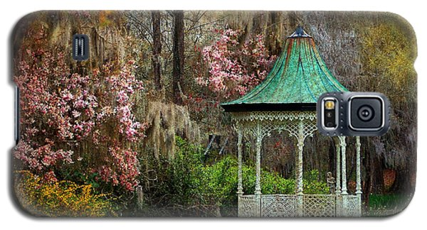Galaxy S5 Case featuring the photograph Spring Magnolia Garden At Magnolia Plantation by Kathy Baccari