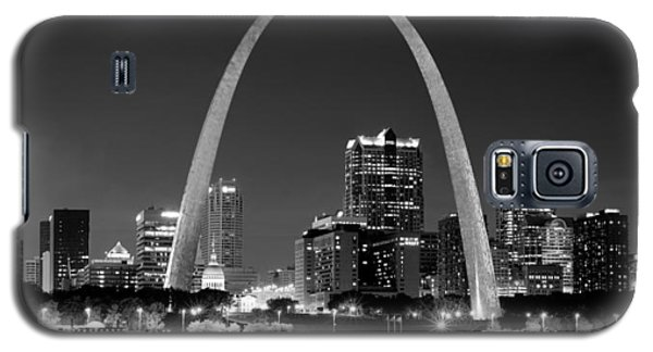 Galaxy S5 Case featuring the photograph St. Louis Skyline At Night Gateway Arch Black And White Bw Panorama Missouri by Jon Holiday