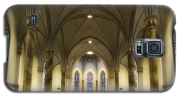 Galaxy S5 Case featuring the photograph St Mary's Catholic Church by Lynn Geoffroy