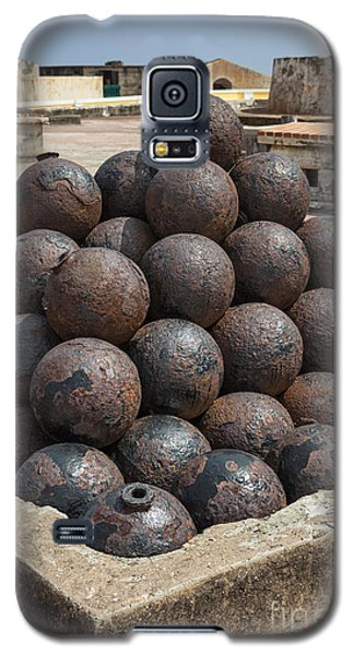 Stack Of Cannon Balls At Castillo San Felipe Del Morro Galaxy S5 Case