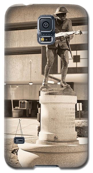 Galaxy S5 Case featuring the photograph Stamford World War I Memorial Marker by Boris Mordukhayev