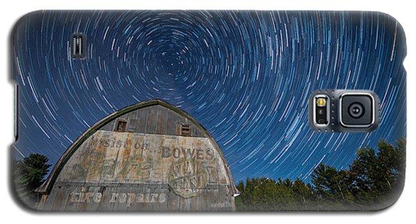 Star Trails Over Barn Galaxy S5 Case by Paul Freidlund