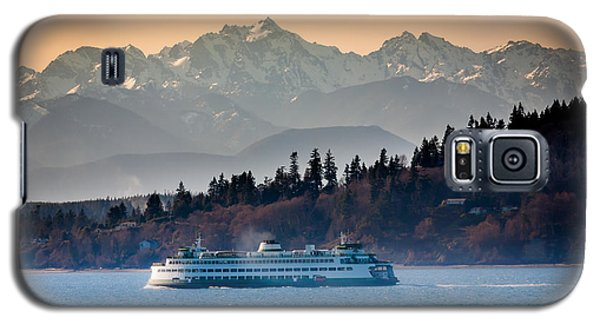 Mountain Galaxy S5 Case - State Ferry And The Olympics by Inge Johnsson