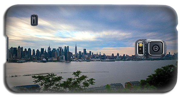 Static Skyline Moving Sky Galaxy S5 Case by Mark Garbowski