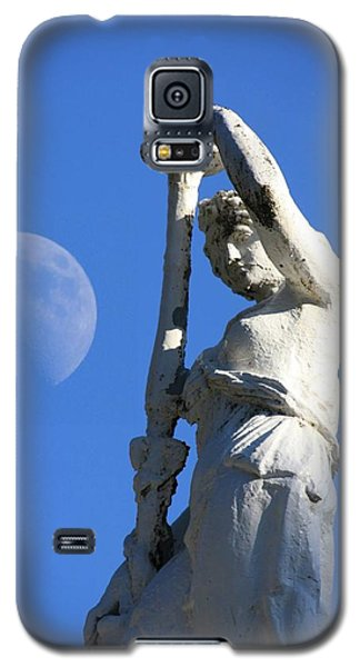 Statue And Moon Galaxy S5 Case