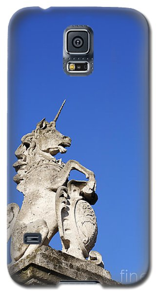 Statue Of A Unicorn On The Walls Of Buckingham Palace In London England Galaxy S5 Case by Robert Preston