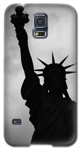 Statue Of Liberty Silhouette Galaxy S5 Case by Dave Beckerman