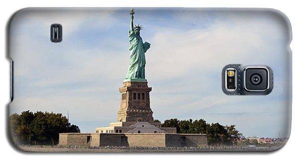 Galaxy S5 Case featuring the photograph Statue Of Liberty by Yue Wang