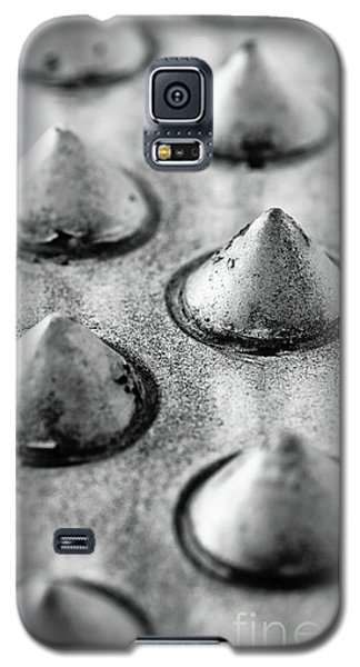 Steel Kisses Galaxy S5 Case by Charles Dobbs