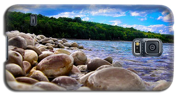 Galaxy S5 Case featuring the photograph Stone Beach by Zafer Gurel