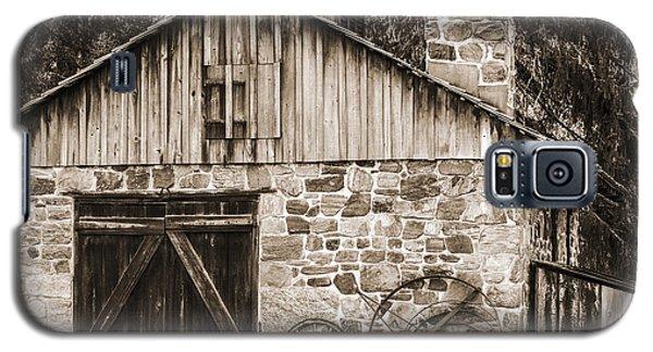 Stone Cabin 2 Galaxy S5 Case by Judy Wolinsky