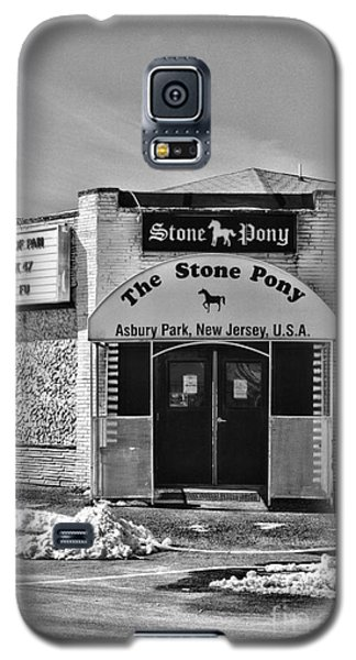 Stone Pony In Black And White Galaxy S5 Case by Paul Ward