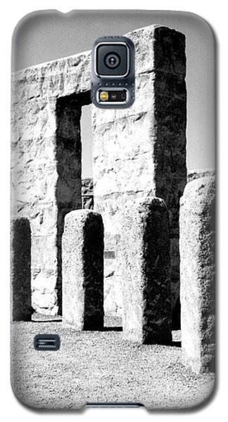 Galaxy S5 Case featuring the photograph Stonehenge Replica by Chalet Roome-Rigdon