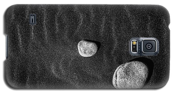 Galaxy S5 Case featuring the photograph Stones In The Sand by Gunnar Orn Arnason