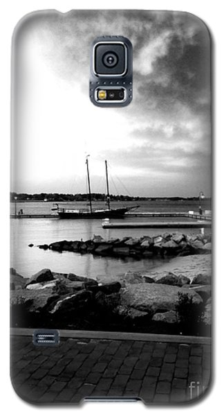 Galaxy S5 Case featuring the photograph Storm Chaser by Linda Mesibov