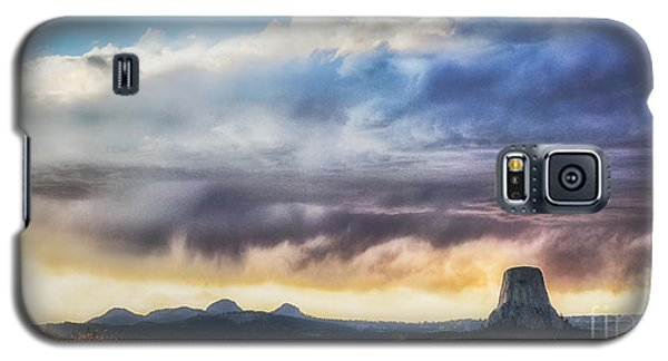 Storm Clouds Over Devils Tower Galaxy S5 Case