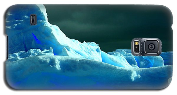 Galaxy S5 Case featuring the photograph Stormy Icebergs by Amanda Stadther