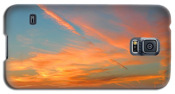 Galaxy S5 Case featuring the photograph Strange Contrails by Mariarosa Rockefeller