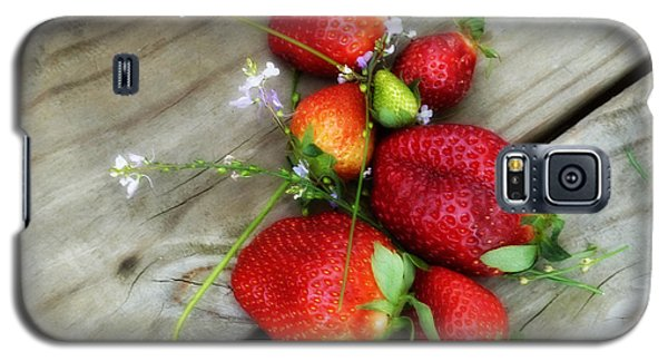 Galaxy S5 Case featuring the digital art Strawberrries by Valerie Reeves