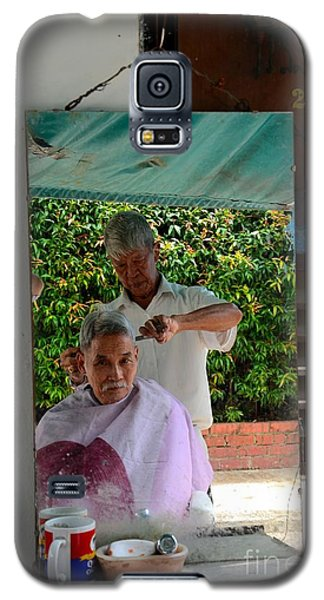 Street Side Barber Cuts Client Hair Singapore Galaxy S5 Case