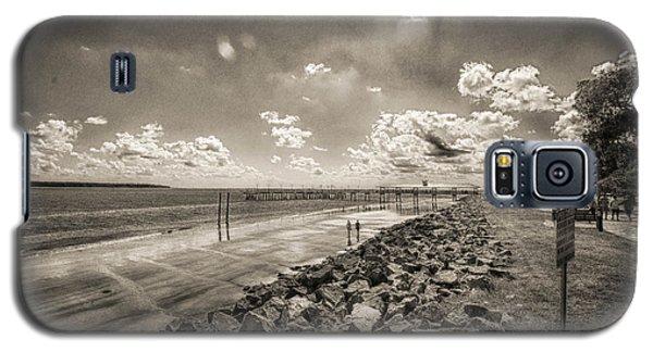 Stroll On The Beach Galaxy S5 Case by J Riley Johnson
